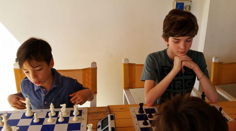 Il vincitore Matteo Montorsi, a destra, e Lorenzo Coltelli (9 anni)