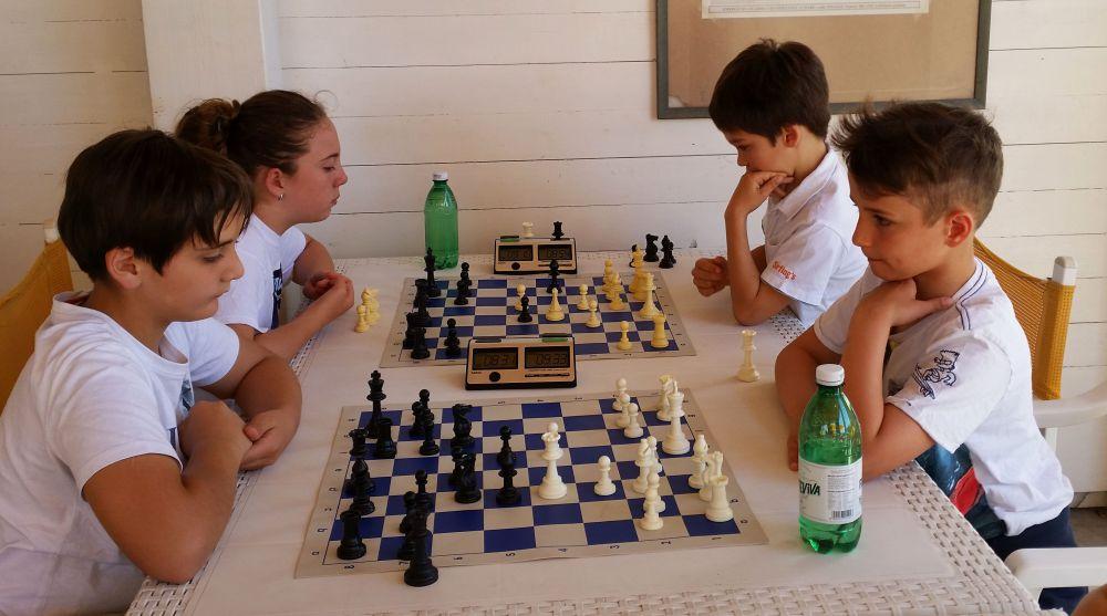 Il campione provinciale U16 Andrea Abbate, i due fratelli Novelli e Massazza